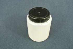 Flacon en polypropylène gradué 120 ml. Fermeture par capsule avec bouchon à vis.