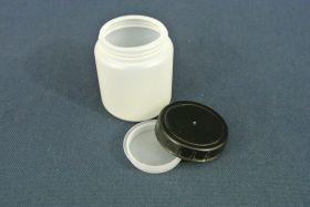 Flacon en polypropylène gradué 70 ml. Fermeture par capsule avec bouchon à vis.